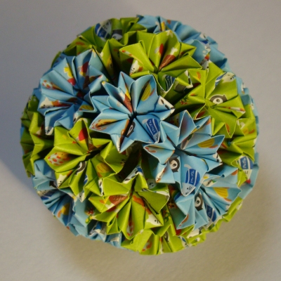 NO.017:カプセル動物柄 空×黄緑 の7.5センチ角を折り返し