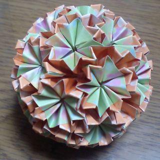 NO.007:ふわ花柄 緑×蜜柑 の5センチ角